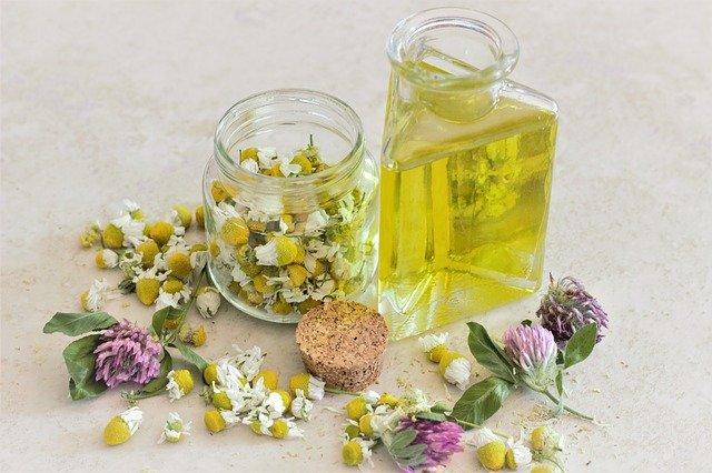 Los mejores aceites esenciales para el cabello, propiedades de la manzanilla