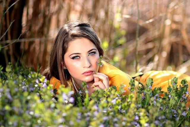 los mejores aceites vegetales para cuidar el contorno de ojos