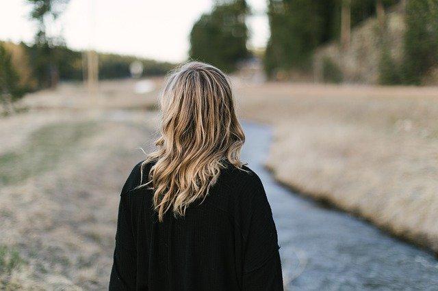 beneficios, para la piel, cabello del laurel